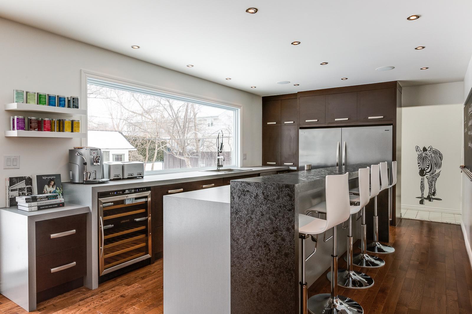 une cuisine contemporaine et familiale frederic blanchet. Black Bedroom Furniture Sets. Home Design Ideas